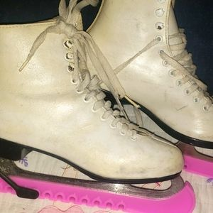 Final$Drop! Ice Skates size 5 with Pink Guards
